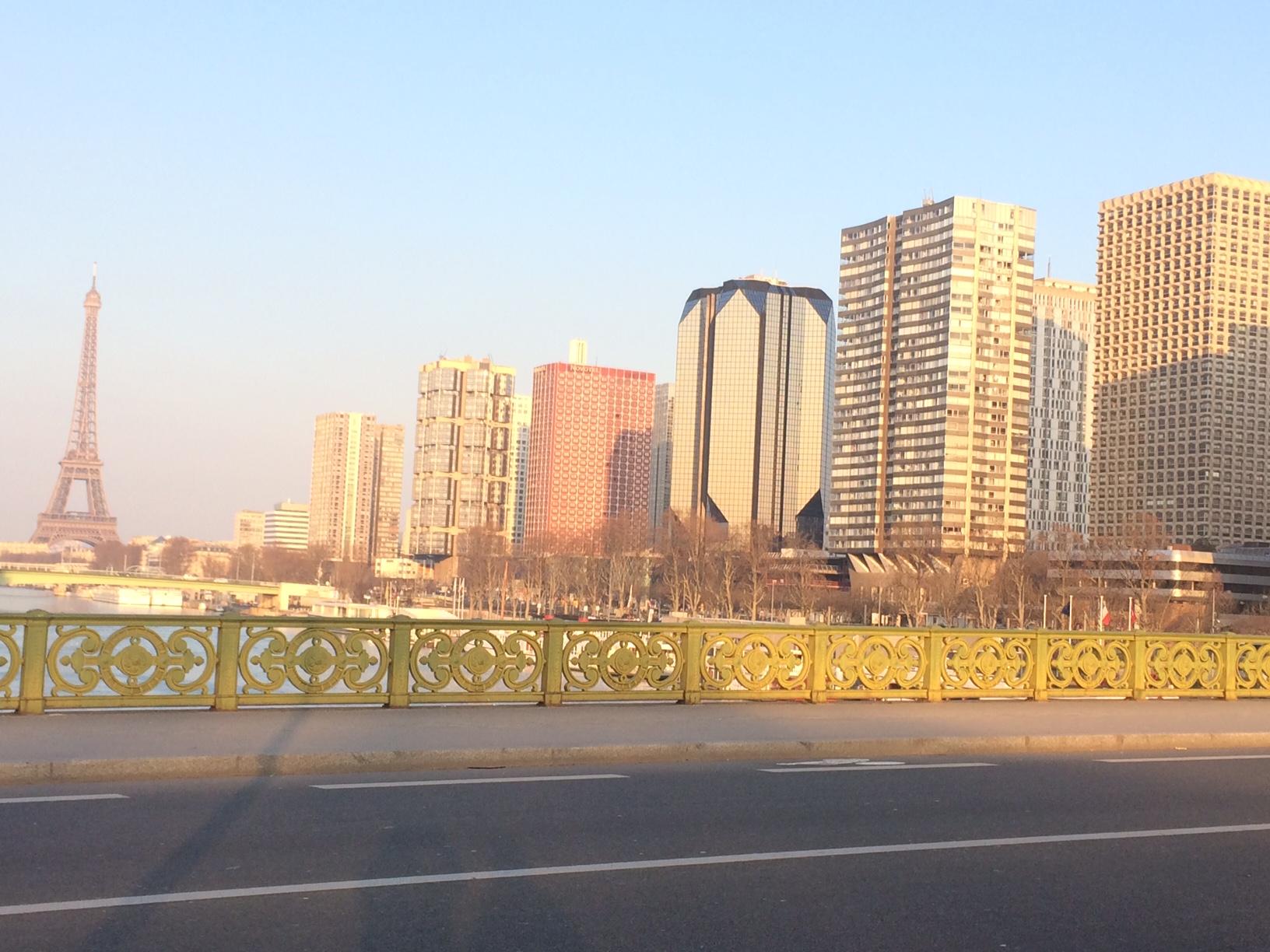 Sur le pont Mirabeau le 11 février.